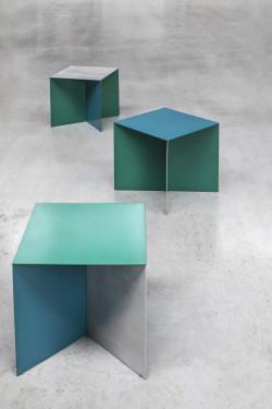 ALU SQUARE 45X45 TOP HAMMERPAINT BLUE LEG ALUMINIUM/ HAMMERPAINT GREEN Muller Van Severen